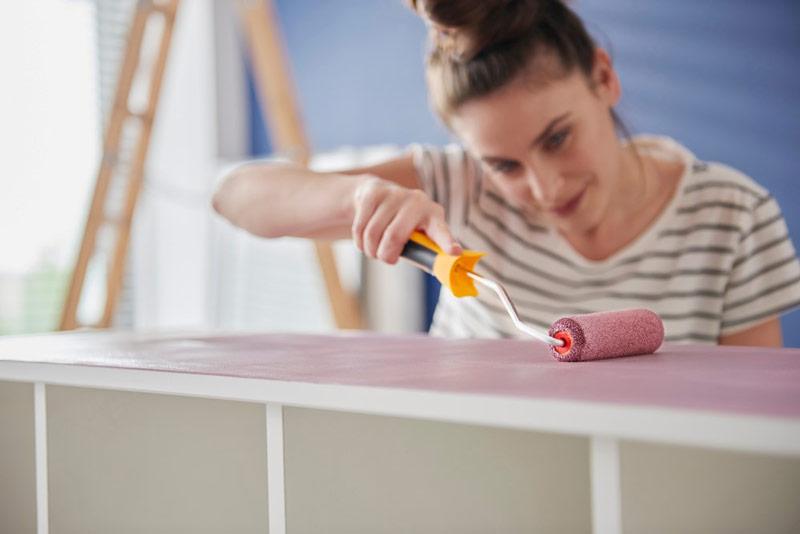 Jak i czym pomalować meble z okleiny