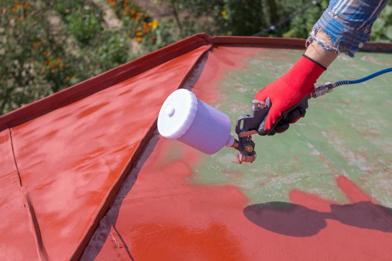 Malowanie natryskowe pozwala na dokładne zabezpieczenie powierzchni o nieskomplikowanej architekturze pod warunkiem starannego jej oczyszczenia.