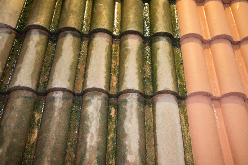 Powierzchnia przed czyszczeniem oraz przygotowany już do malowania fragment dachu, umyty pod ciśnieniem.