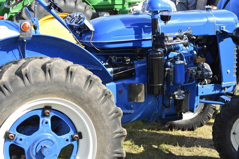 Farba na maszyny rolnicze musi czasem cechować się podwyższoną odpornością na temperaturę, np. w sytuacji odnawiania elementów silnika, które bardzo silnie nagrzewają się podczas pracy maszyny.